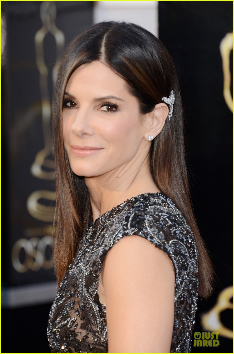 sandra bullock oscars 2013 red carpet 02