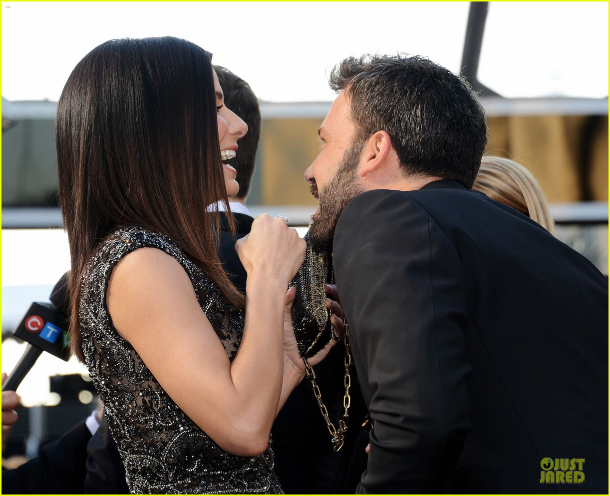 sandra bullock oscars 2013 red carpet 04