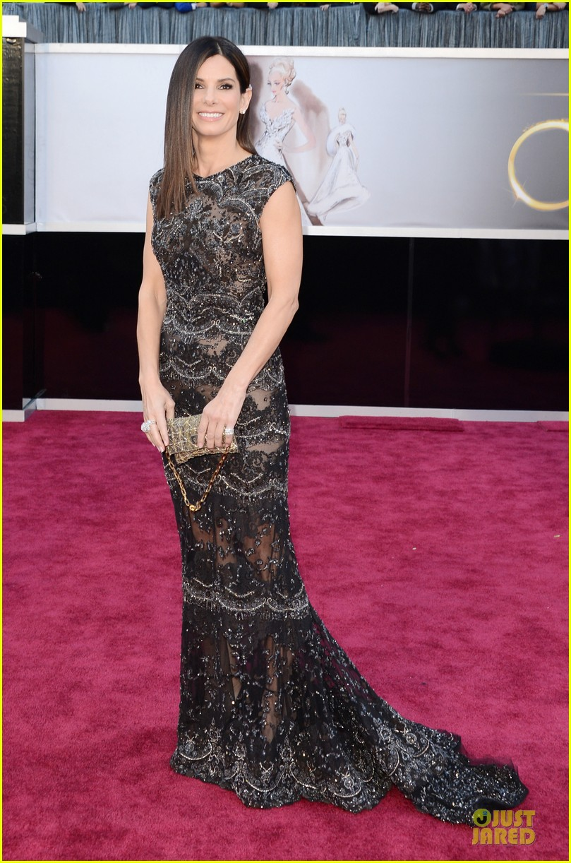 sandra bullock oscars 2013 red carpet 05