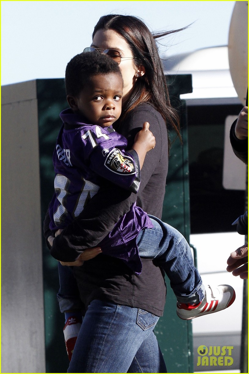 sandra bullock louis ravens pride at super bowl 2013 04