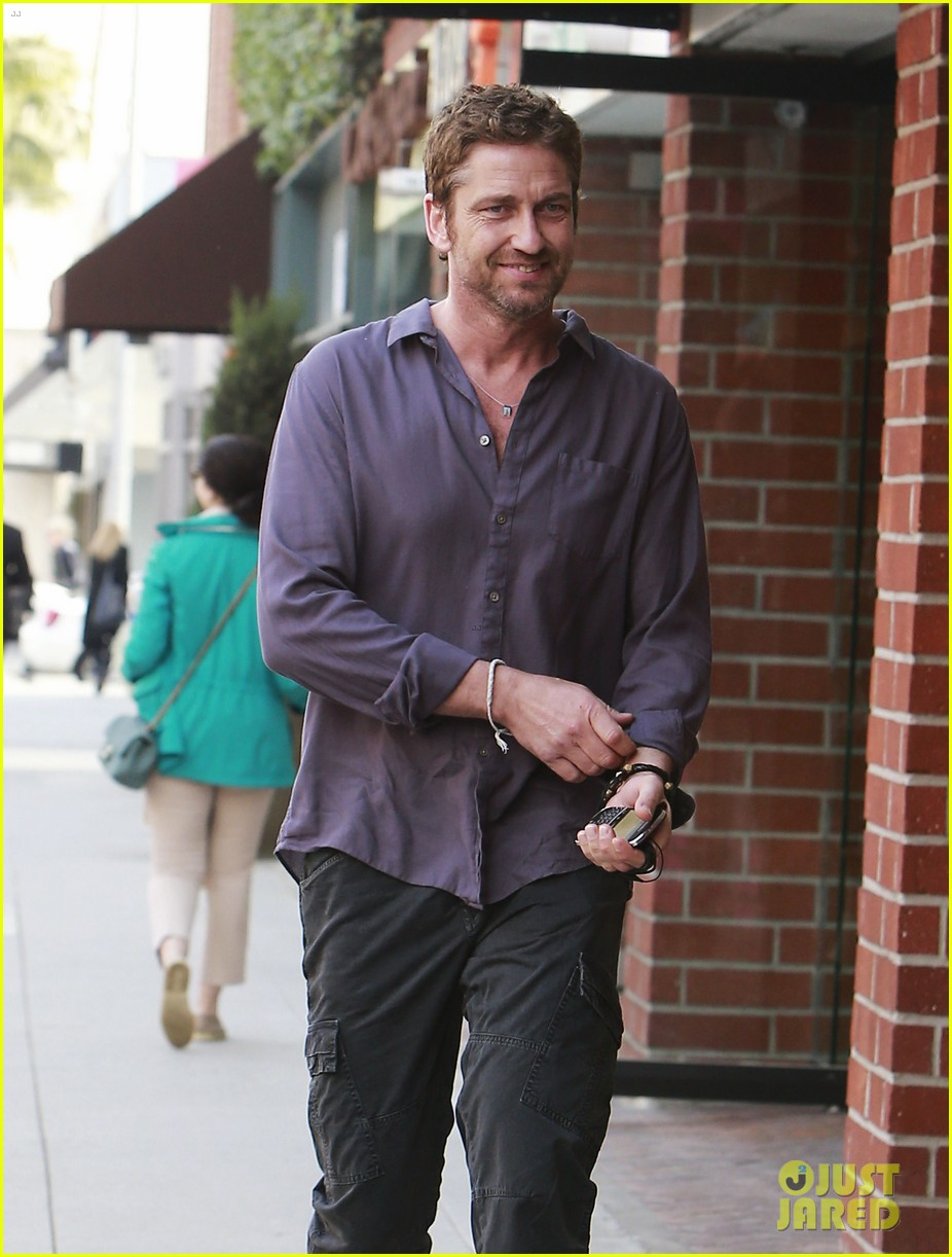 gerard butler medical building visit 04