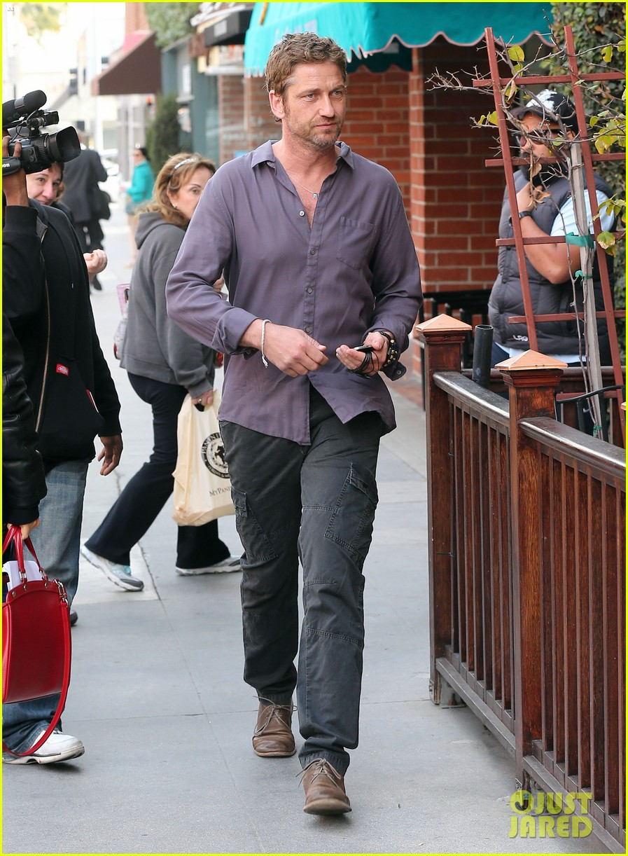 gerard butler medical building visit 05