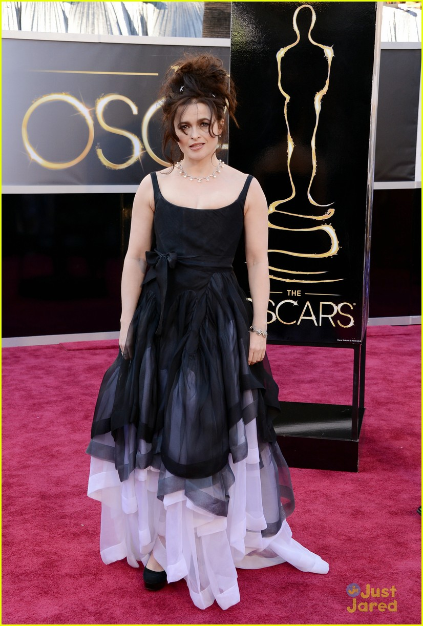 helena bonham carter tim burton oscars red carpet 2013 012819094