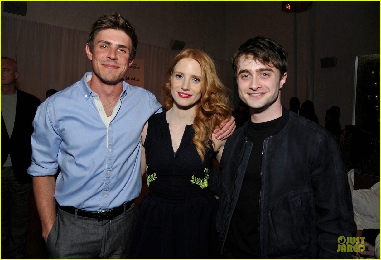 jessica chastain daniel radcliffe women in film pre oscar cocktail party 22