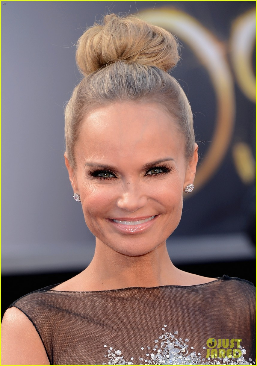 kristin chenoweth oscars 2013 red carpet 04