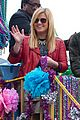 kelly clarkson mardi gras parade with brandon blackstock 02