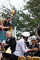 kelly clarkson mardi gras parade with brandon blackstock 13
