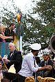 kelly clarkson mardi gras parade with brandon blackstock 13