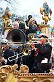 kelly clarkson mardi gras parade with brandon blackstock 20