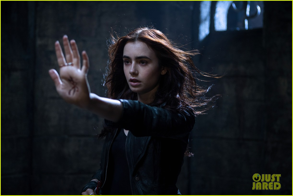 lily collins jamie campbell bower mortal instruments still exclusive 03