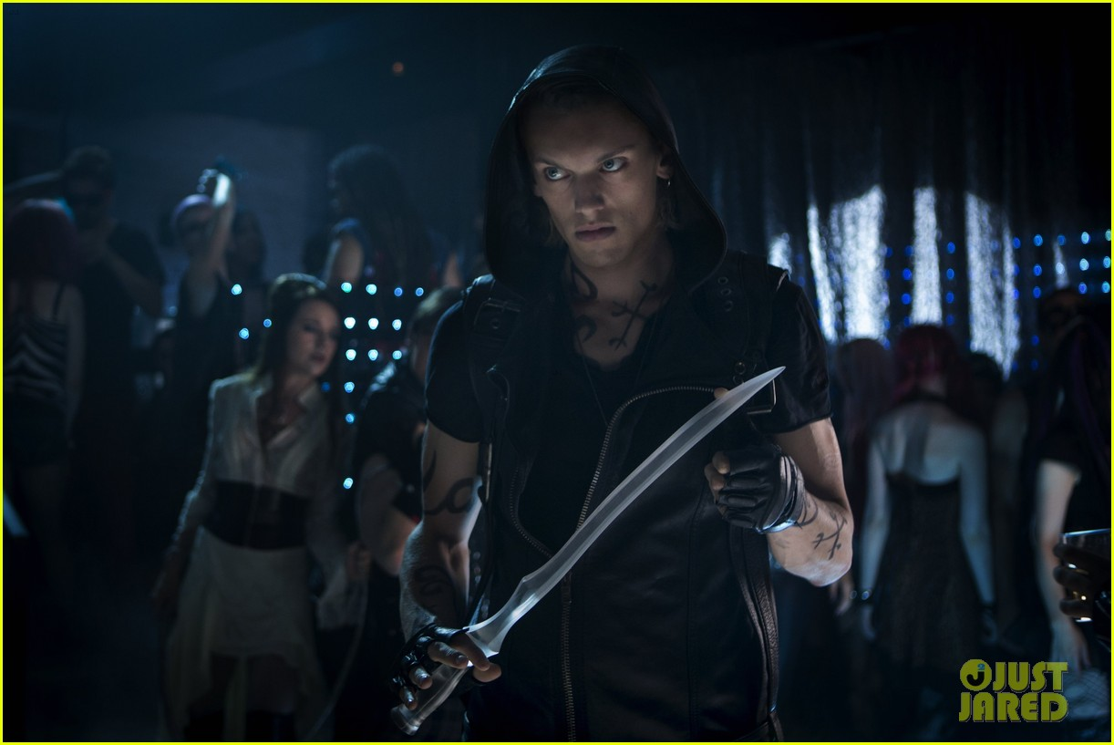 lily collins jamie campbell bower mortal instruments still exclusive 04