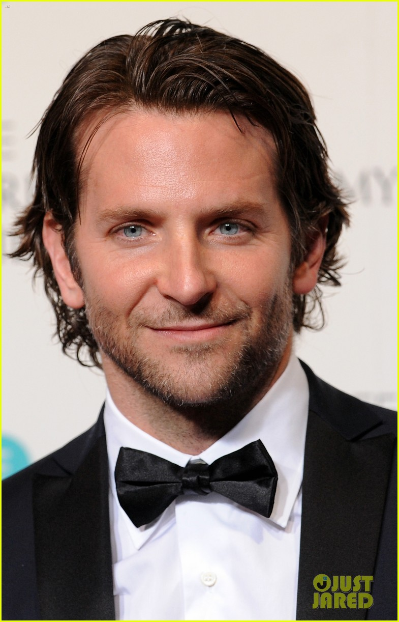 bradley cooper baftas 2013 red carpet 02