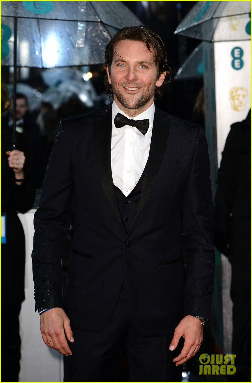 bradley cooper baftas 2013 red carpet 07