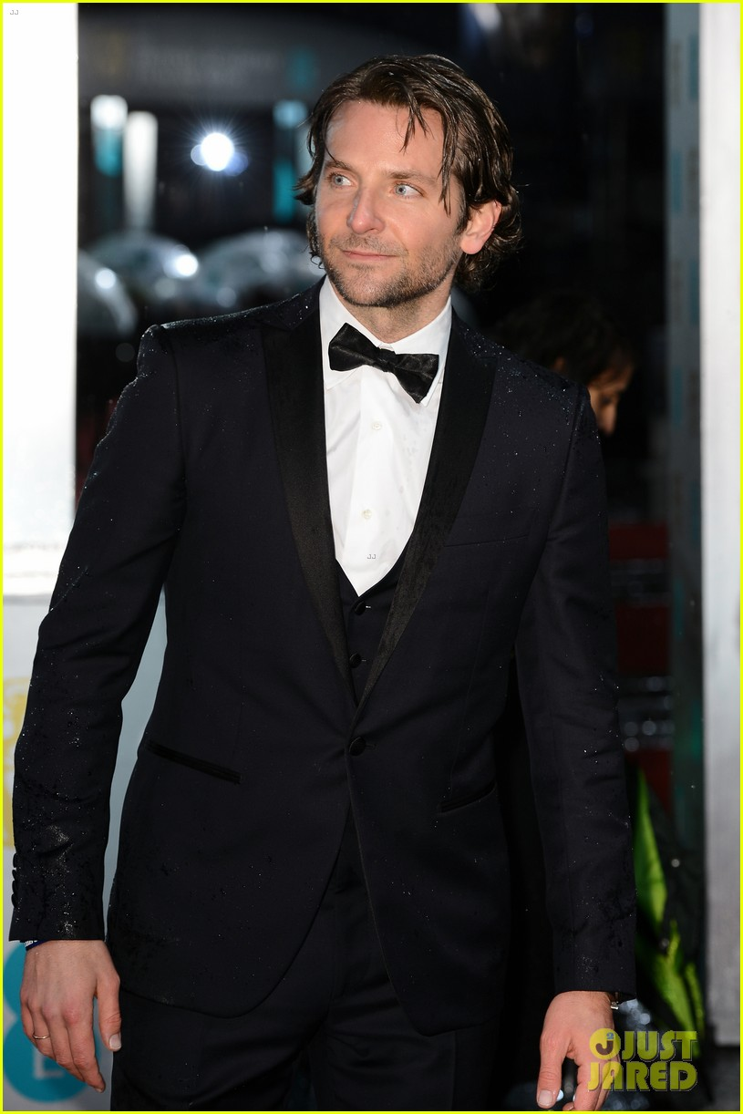 bradley cooper baftas 2013 red carpet 10