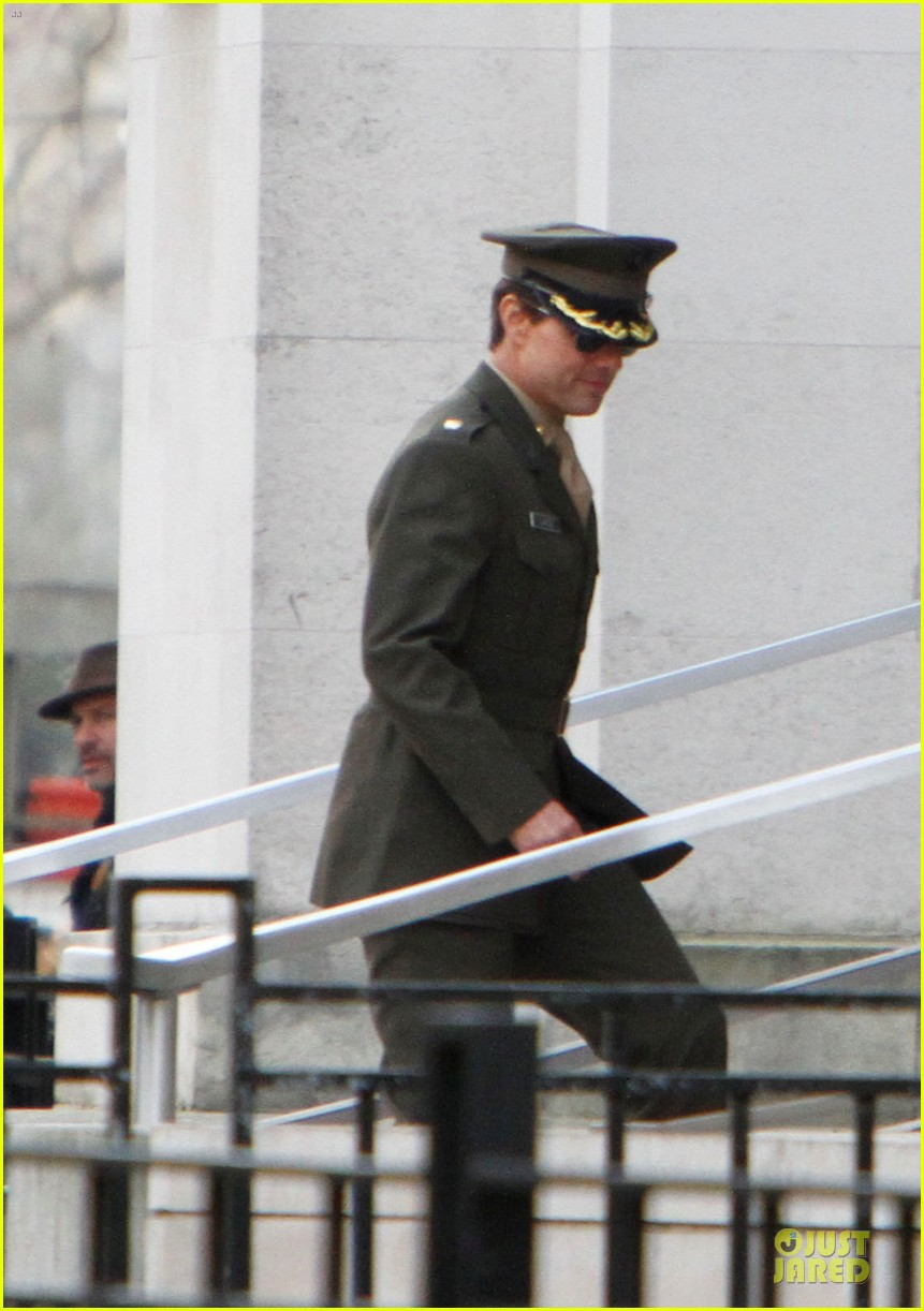 tom cruise all you need is kill set with emily blunt 02