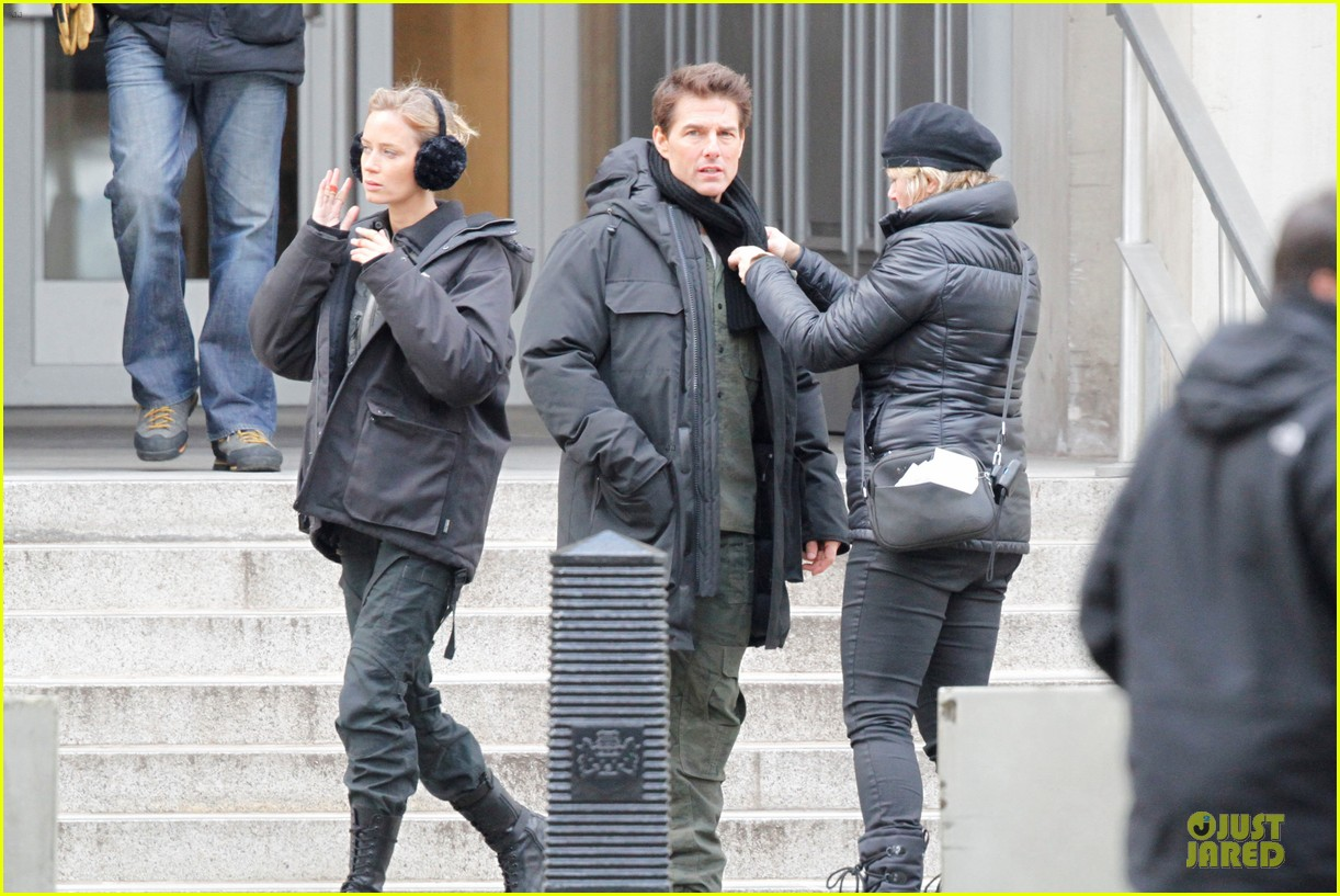 tom cruise all you need is kill set with emily blunt 05