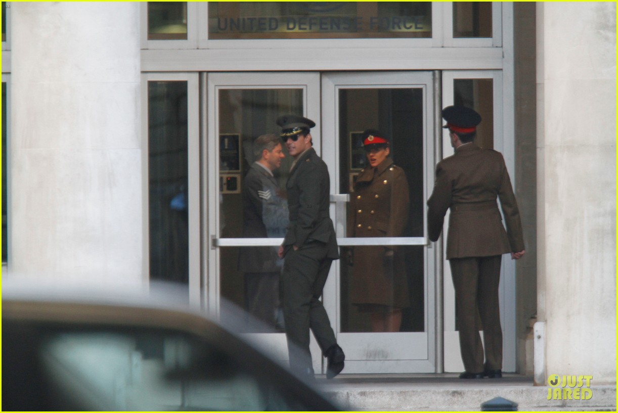 tom cruise all you need is kill set with emily blunt 07