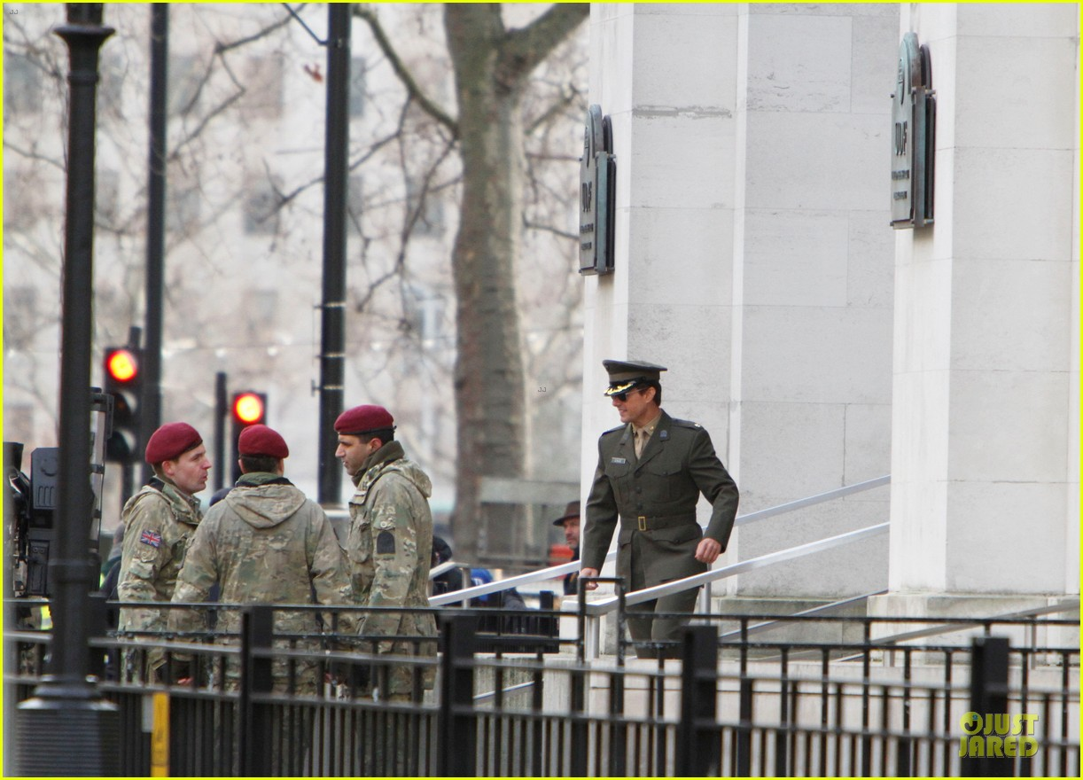 tom cruise all you need is kill set with emily blunt 08