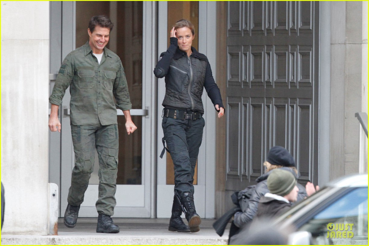 tom cruise all you need is kill set with emily blunt 09
