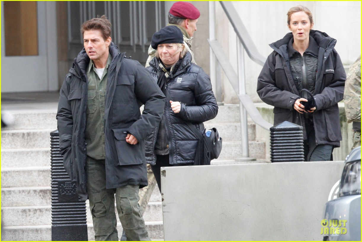 tom cruise all you need is kill set with emily blunt 10