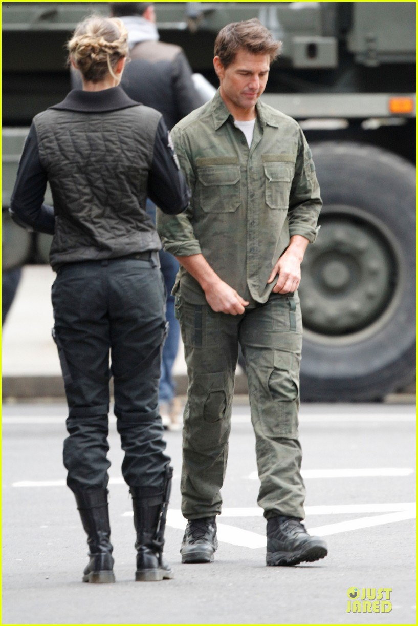 tom cruise all you need is kill set with emily blunt 14