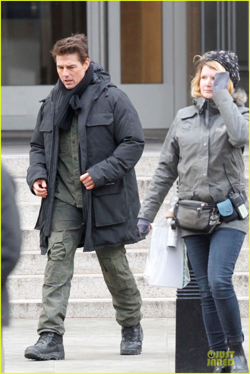 tom cruise all you need is kill set with emily blunt 15