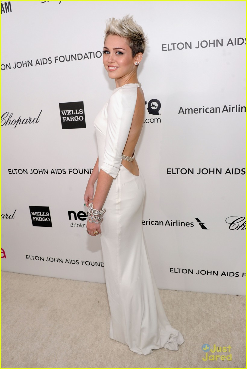 miley cyrus elton john oscars party 2013 01
