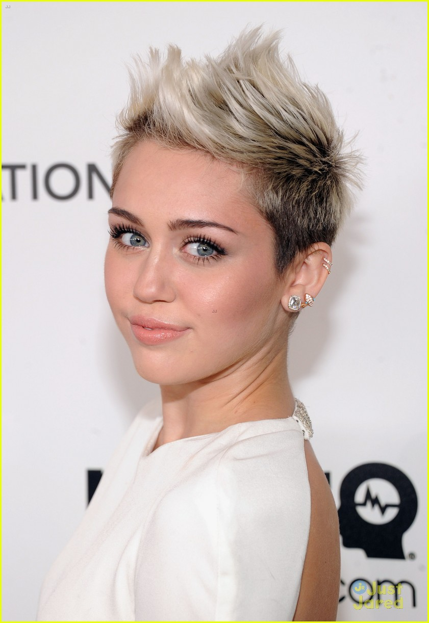 miley cyrus elton john oscars party 2013 02