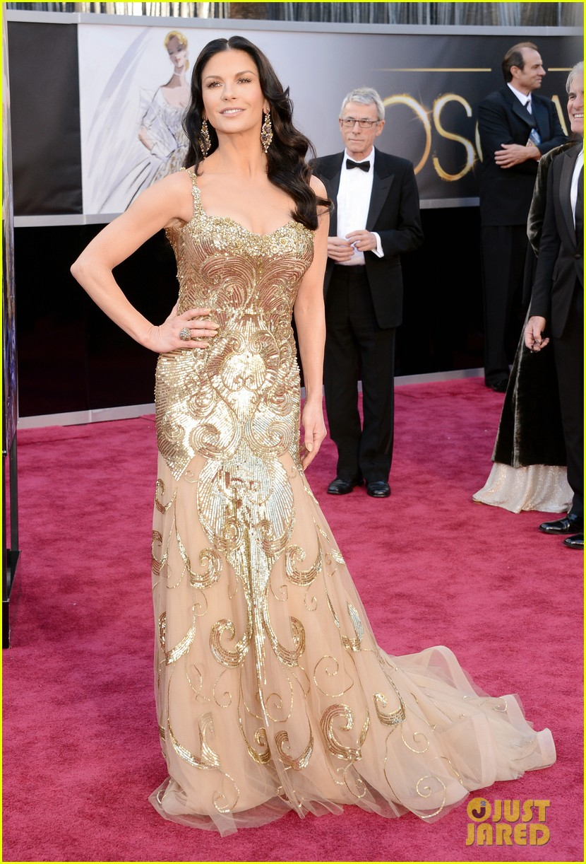 catherine zeta jones oscars 2013 red carpet with michael douglas 01