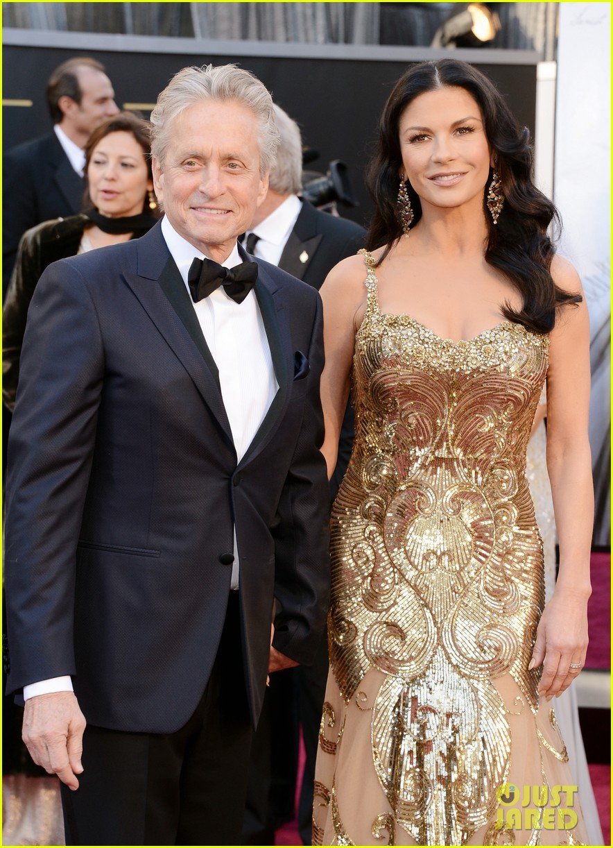 catherine zeta jones oscars 2013 red carpet with michael douglas 022819050