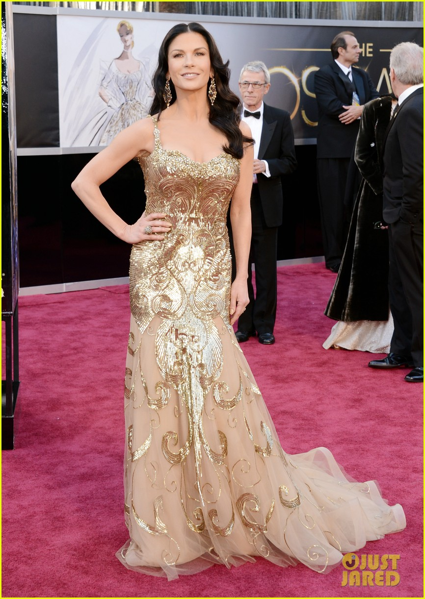 catherine zeta jones oscars 2013 red carpet with michael douglas 04