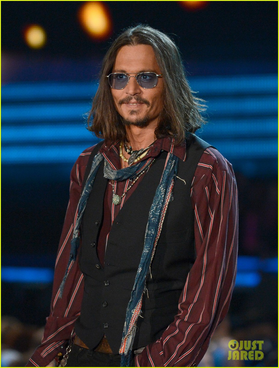 johnny depp grammys 2013 presenter 04
