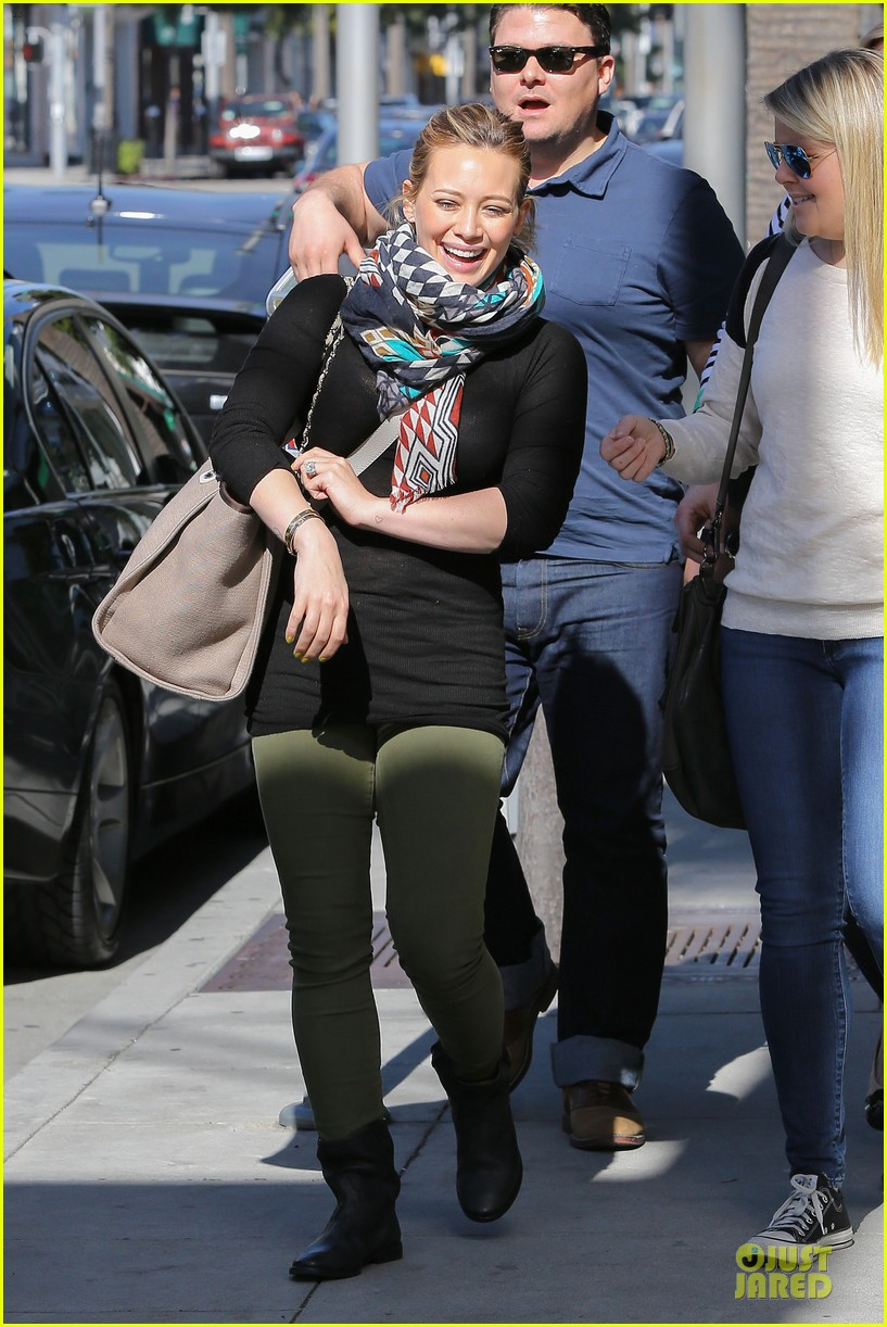 hilary duff mike comrie visiting family breakfast 03
