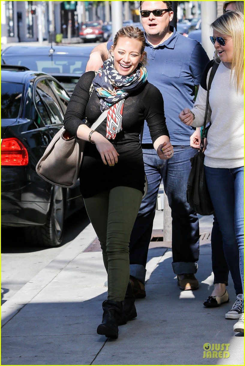 hilary duff mike comrie visiting family breakfast 13