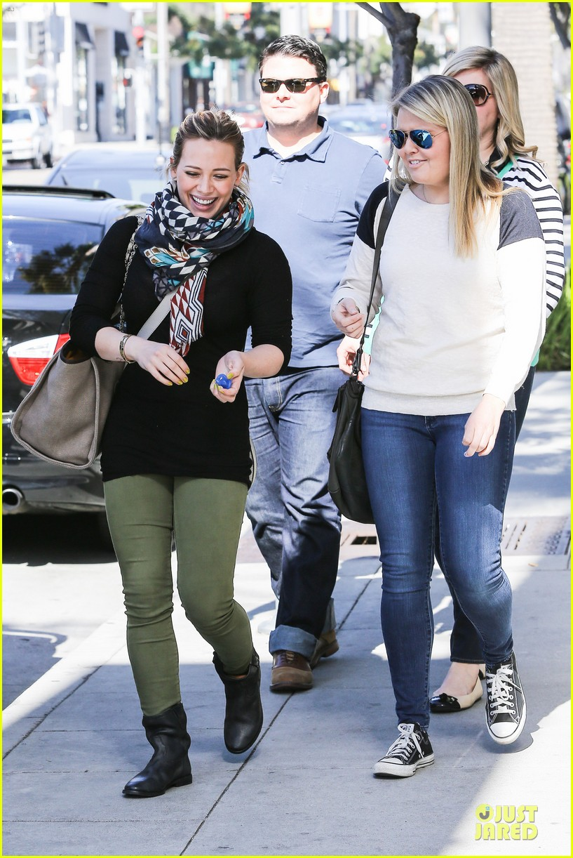 hilary duff mike comrie visiting family breakfast 16