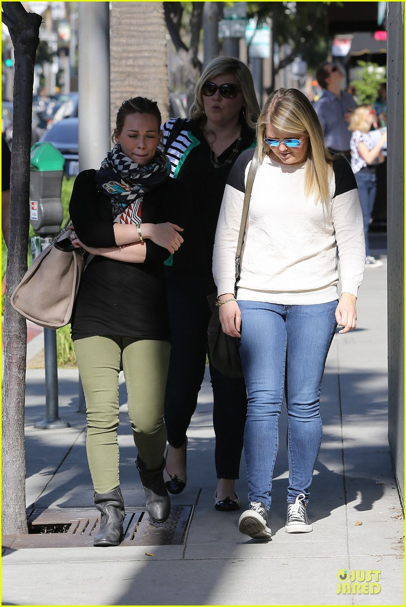 hilary duff mike comrie visiting family breakfast 18