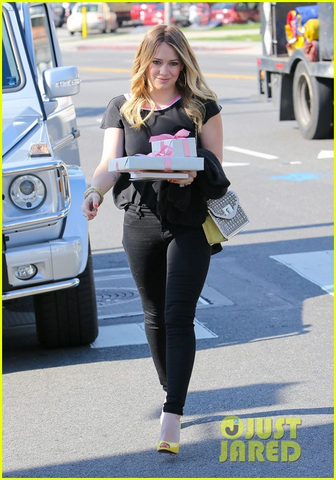 hilary duff baby shower with sister haylie 21