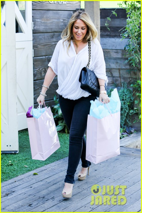 hilary duff baby shower with sister haylie 30