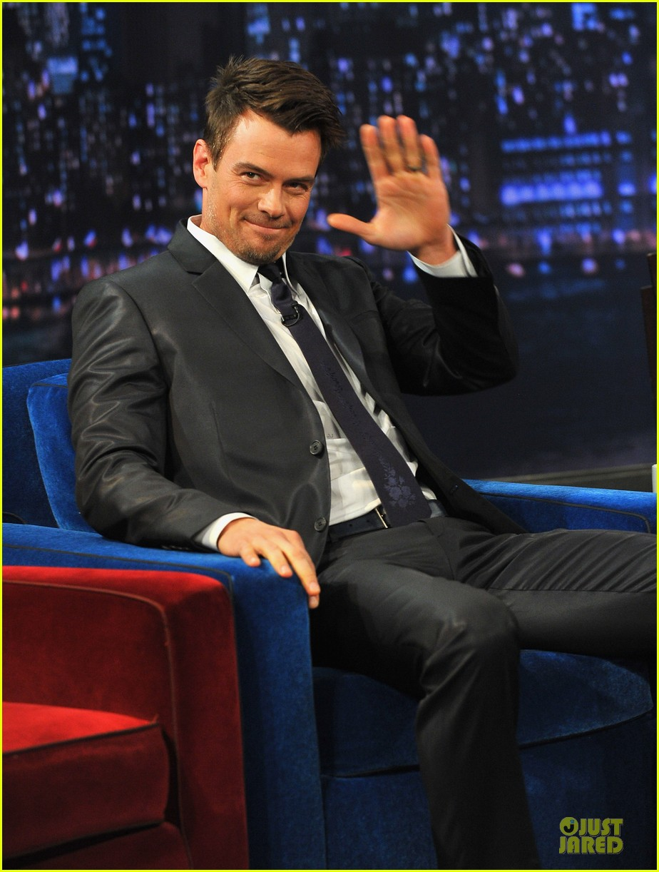 josh duhamel cooler races on fallon 132810977