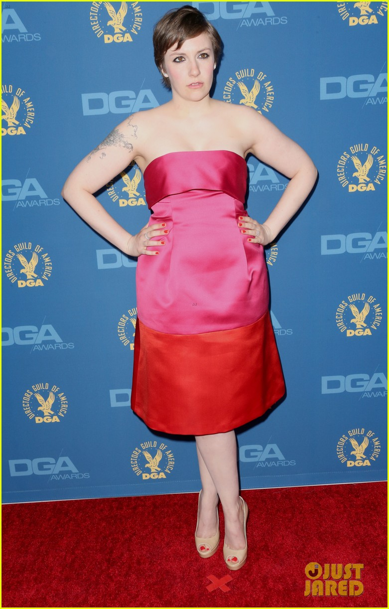 lena dunham wins dga award for girls 01