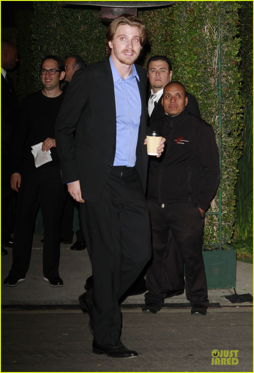 garret hedlund kirsten dunst pre oscar parties 01