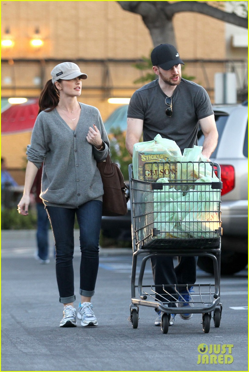 chris evans minka kelly valentines day grocery shopping 04