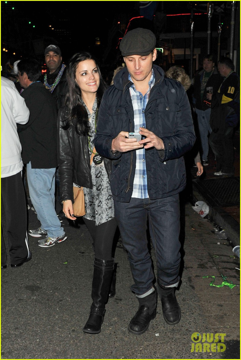 peter facinelli jaimie alexander super bowl kisses 012803482
