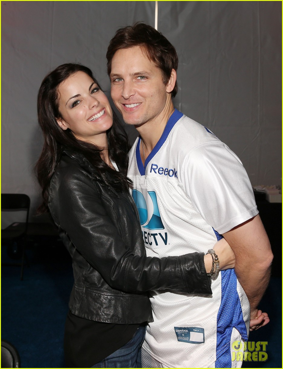 peter facinelli jaimie alexander super bowl kisses 032803484