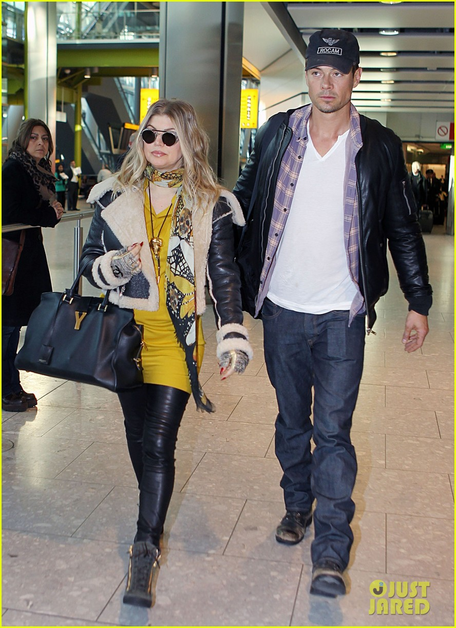 fergie pregnant heathrow arrival with josh duhamel 052815071