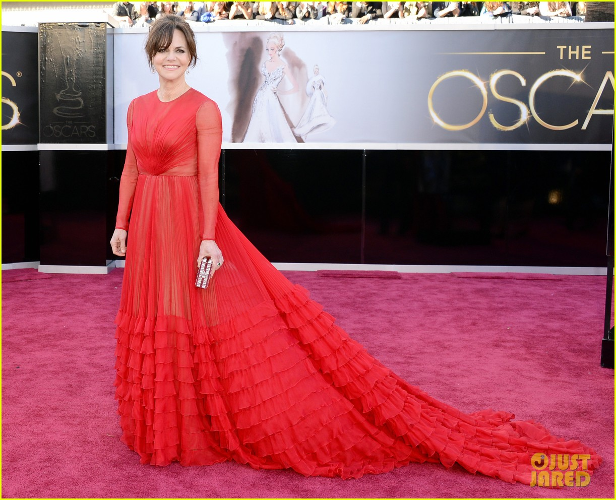 sally field oscars 2013 red carpet 04