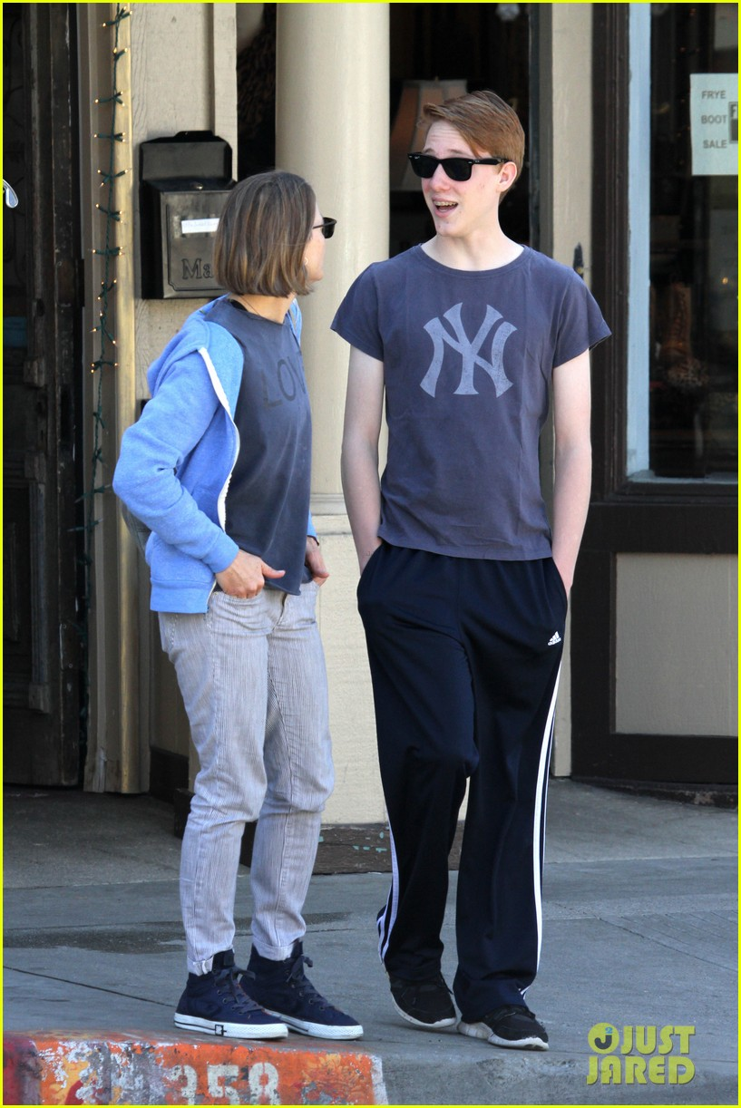 jodie foster venice beach breakfast with son charles 032822287