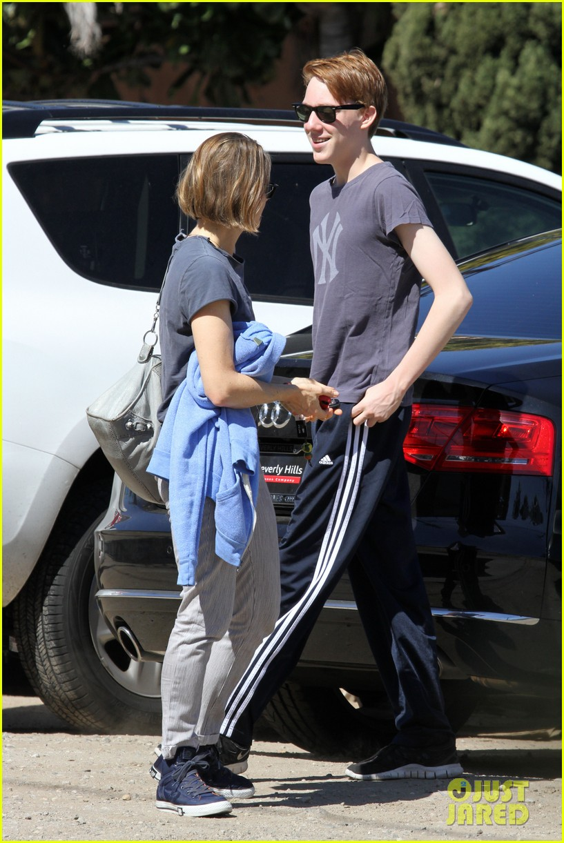 jodie foster venice beach breakfast with son charles 05