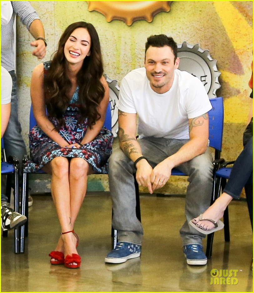 megan fox brian austin green brazilian dance spectators 052808136
