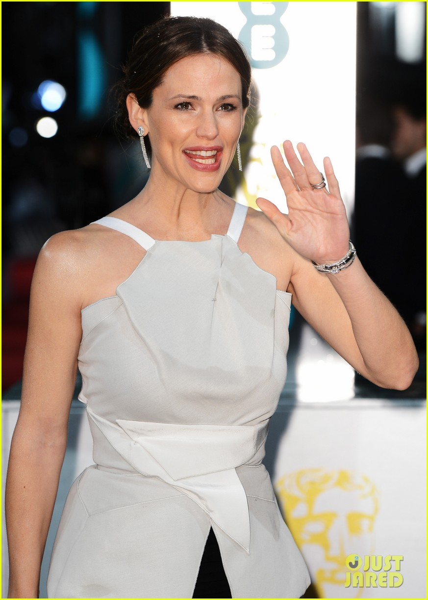 jennifer garner ben affleck baftas 2013 red carpet 02